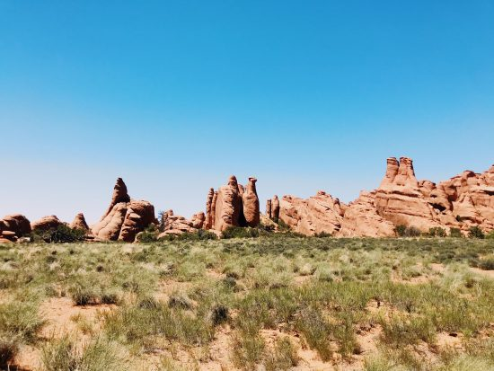 Arches National Park Travel Guide: The Best to see and do, travel tips, best hikes, best hikes to see. Delicate National Arch, Landscape Arch, Devils Trailhead. National Park Travel Guide, what to do in Utah. Devils Garden,