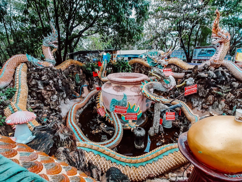 Offering Wat Samphran